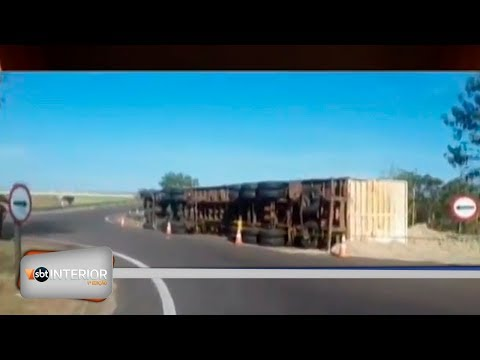Caminhão tomba na Rondon em Valparaíso