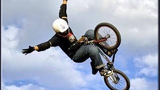 Летаем на велосипедах на BMX)))Завораживающие трюки на велосипедах на BMX. видео на велосипедах.(Трюки на велосипедах тут 0:13 0:47 0:59 прыжки спуски фото гонки на велосипедах 1:27 1:34 1:53 видео на шоу на велосипед..., 2014-10-03T14:57:39.000Z)