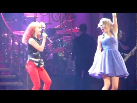 Taylor Swift and Hayley Williams Thats What You Get live