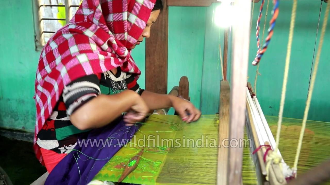 Manipuri Woman Weaves Rani Phi Silk Stole Youtube