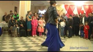 Танцуют девочки цыганочки