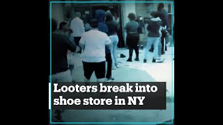 Looters break into a shoe stor…