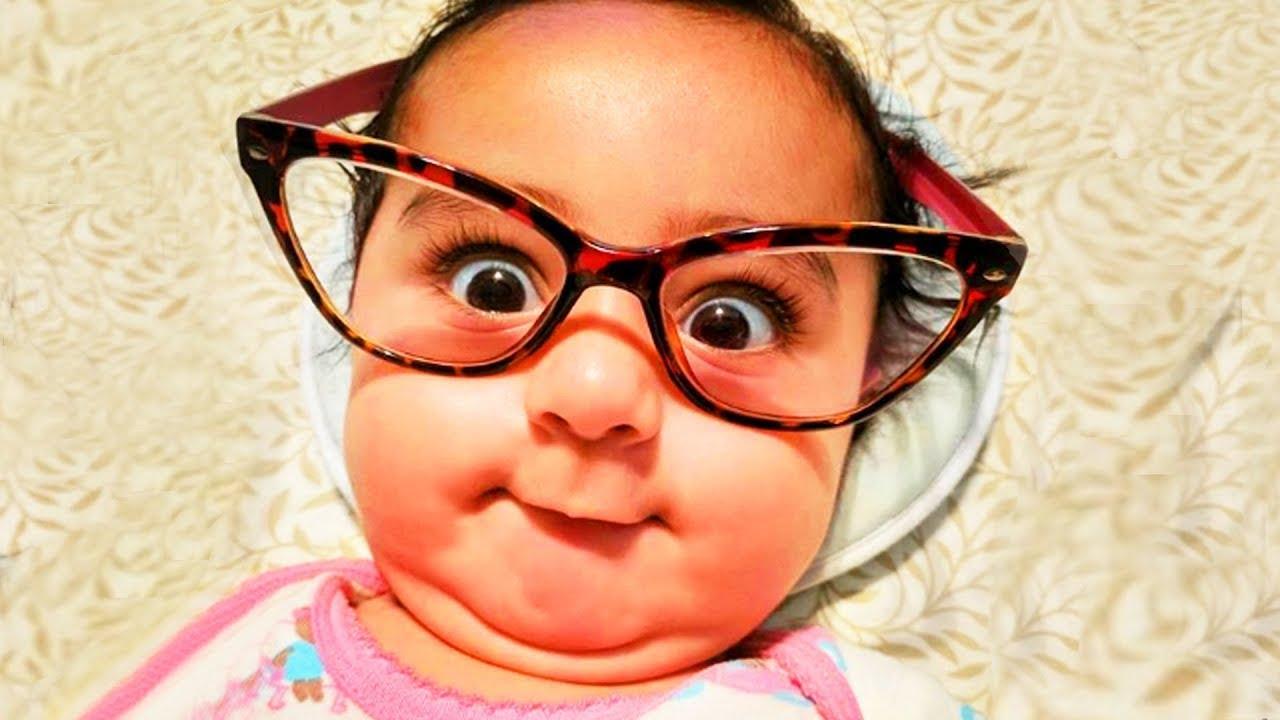 Bebês engraçados usando óculos pela primeira vez - Bebês mais bonitos 2020