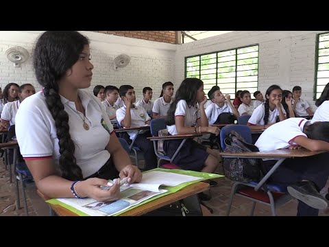 Venezuelan children travel to Colombia daily to go to public school