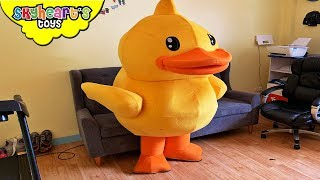 GIANT DUCKY don't want to clean house |