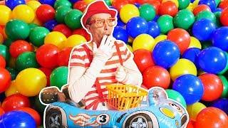 Video für Kinder. Der Lustige Clown und seine tollen Spielsachen. Spielzeugautos thumbnail