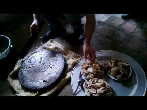 Chặt thịt gà Tết