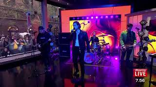 5 Seconds Of Summer perform Youngblood on sunrise