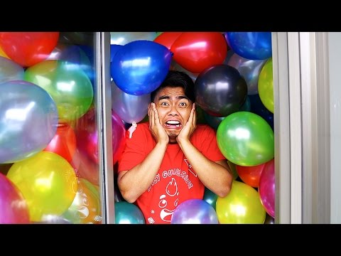 CRAZY 1000 BALLOONS IN A BATHROOM EXPERIMENT!