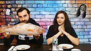 პლასტმასის თევზის დაგემოვნება თეოსთან ერთად
