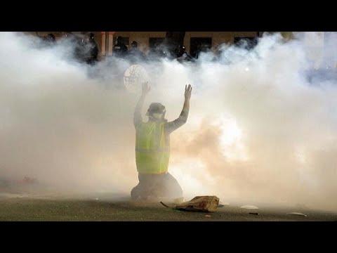 شاهد: الشرطة الأمريكية تفرق بالقوة متظاهرين غاضبين من قتلها رجلا أسود…  - 06:57-2021 / 4 / 13