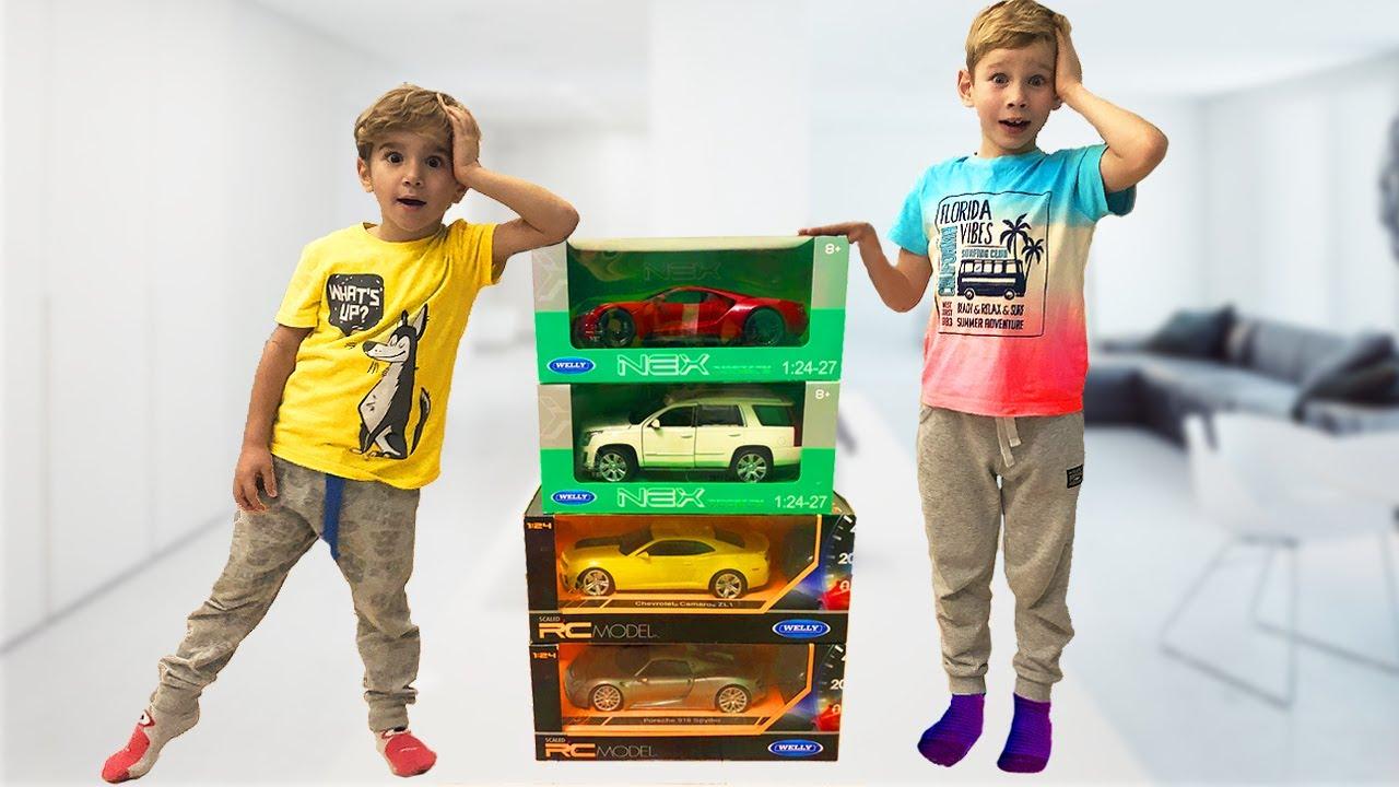 Супер Лев и Глеб помогают маме и получают подарки - Новые Машинки!