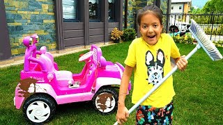 Masal playing Car Wash with Cleaning Toys