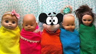 Куклы играют в игру прятки. Маша ищет их по всей квартире. Doll play Hide and Seek with Masha