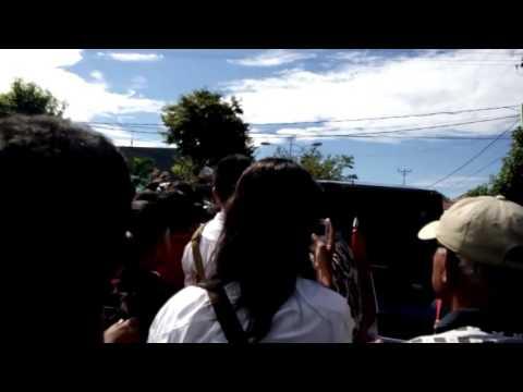 Heboh Pak Jokowi Turun Dari Mobil Untuk Bersalaman Dengan Warga Gorontall