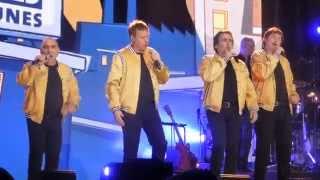 Rock & Belles Oreilles - Chanson Thème RBO (Live à Montréal)