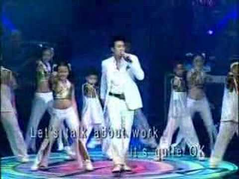 dick lee sings rasa sayang at 2004, 30th anniversary concert