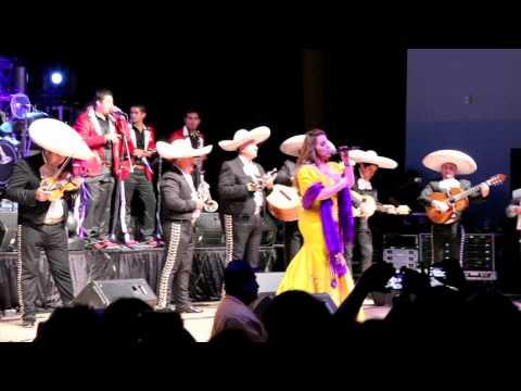 Jenni Rivera Cantando en Richmond, California