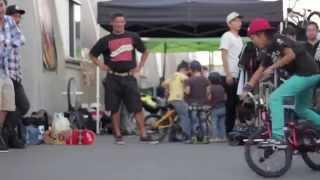 Видео на велосипедах трюки прыжки падения все здесь .Смотрим видео подборка на велосипедах.(Видео на велосипедах 0:13 0:47 0:59 прыжки спуски фото гонки на велосипедах 1:27 1:34 1:53 видео+ трюки мае талант вело..., 2014-10-02T14:39:52.000Z)