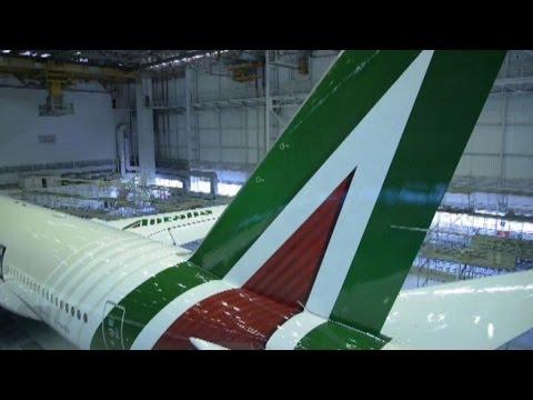 Alitalia, la nuova livrea sull
