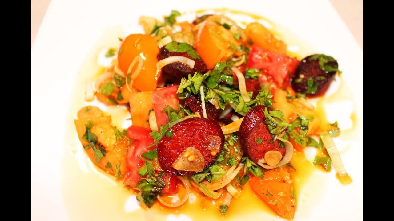 Испанский салат с помидорами и колбасой Chorizo - Готовим Вкусно и Красиво