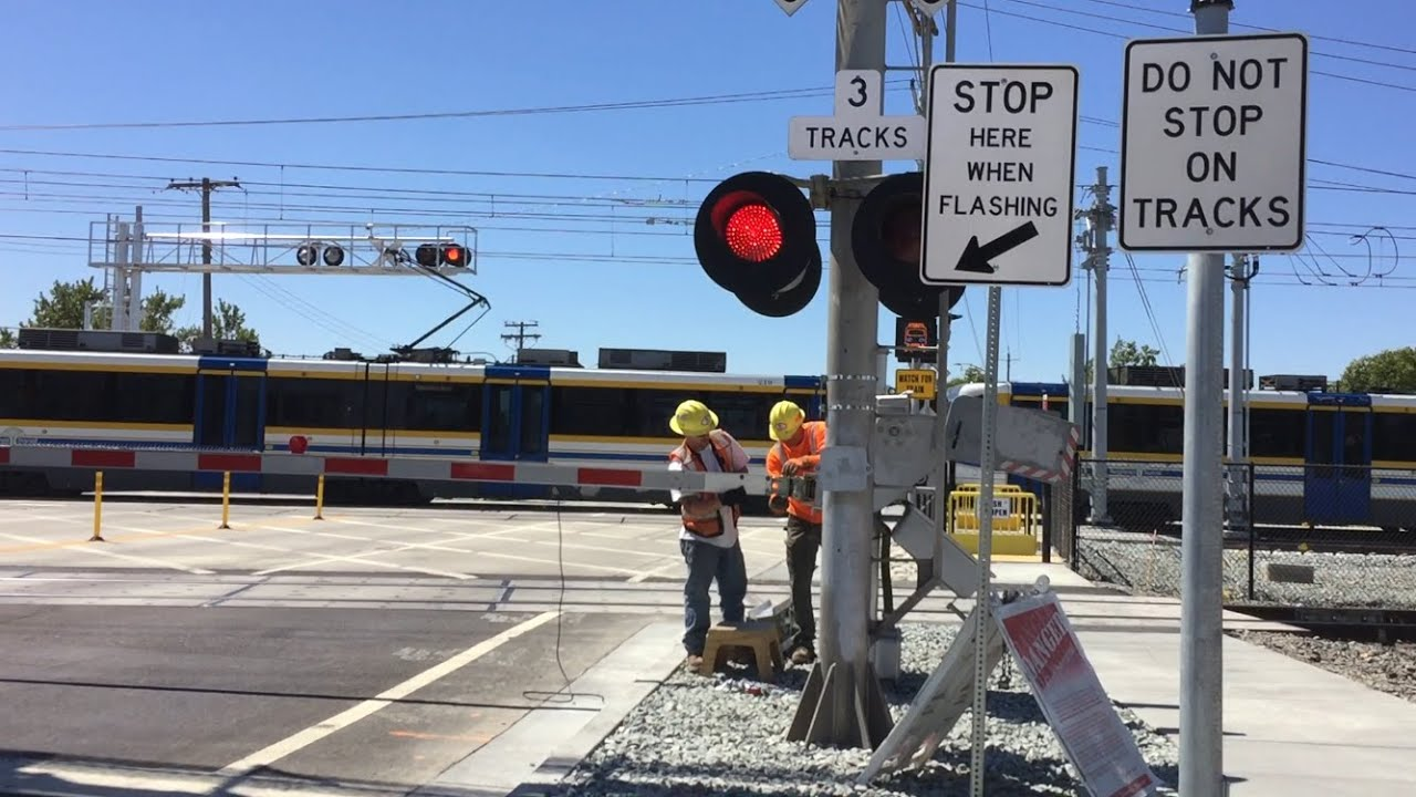 Meadowview road railroad crossing gate getting fixed
