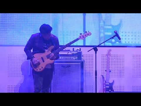 (TEEN IMAGE CONCERT 2K17) Teen Image Band ft. Barry Likumahuwa - Walkin' With The Bass