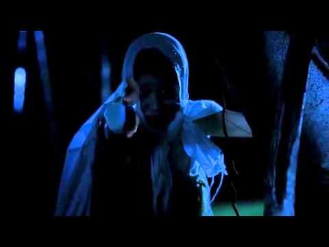 Angela Phương Trinh khoe thân trong phim kinh dị