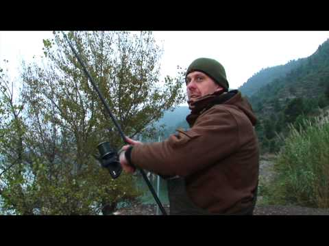 ***CARP FISHING TV*** Winter Carping on the River Ebro Spain...