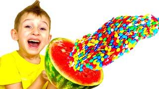 Руслан и мама играют веселятся и делают полезные конфеты | История для детей | Скетч от Ромариков