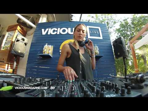 Davide Squillace e Indira Paganotto - Vicious Live @ www.vic
