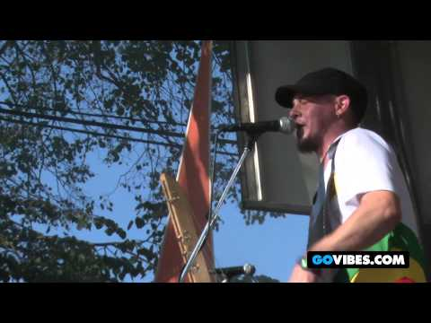 """Toubab Krewe Performs """"John Hardy"""" at Gathering of the Vibes Music Festival 2012"""