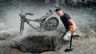 Я НЕ ПОВЕРИЛ! Откопал МОТОЦИКЛ в ЛЕСУ! Загадочная находка на металлоискатель! КЛАДОИСКАТЕЛИ