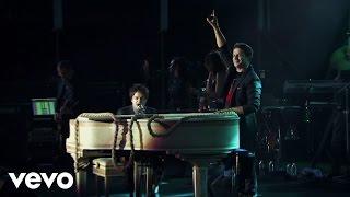 Смотреть клип Alejandro Sanz - Yo Te Traigo... 20 Años Ft. Jamie Cullum