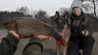 ПОСТАВИЛА ЛОВУШКИ НА НАЛИМА! Рыбалка зимой с ночёвкой. #144