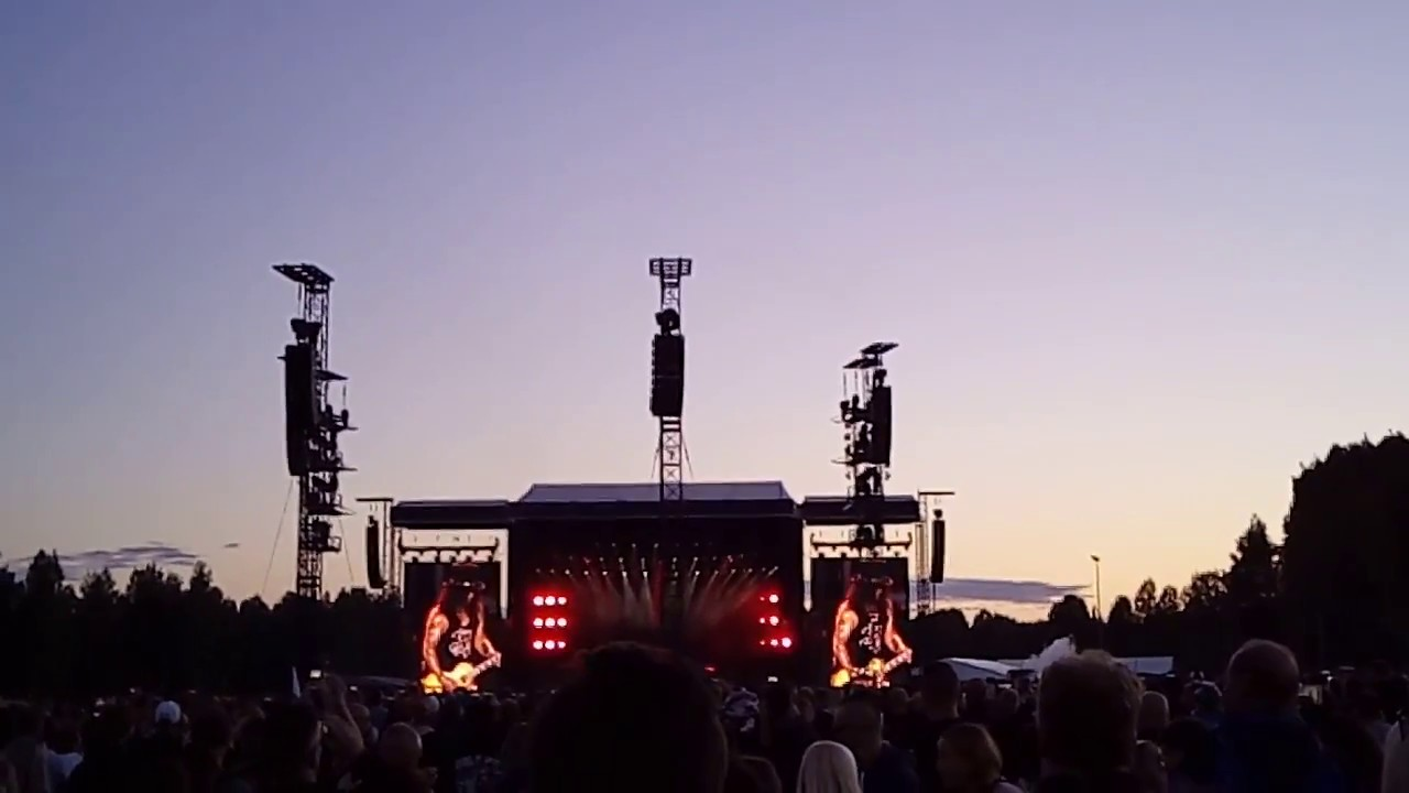 Guns N' Roses - Slash solo @ Hämeenlinna, Finland 1/7/2017 - YouTube