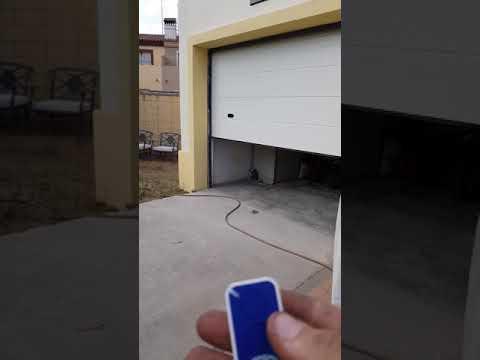 Puerta seccional y motor corredera