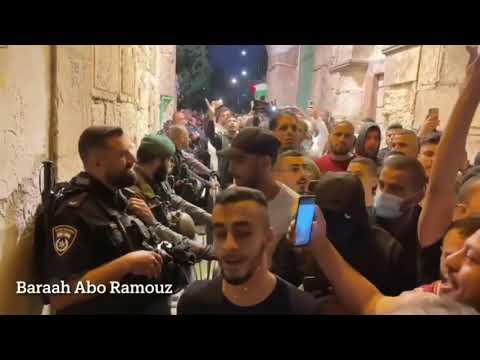 هكذا دخل الفلسطينيون إلي المسجد الأقصى تحت صيحات التكبير بعد وقف اطلاق النار وانتصار المقاومة