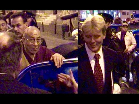 Prins Willem-Alexander ontmoet de Daila Lama in Nieuwe kerk Amsterdam.