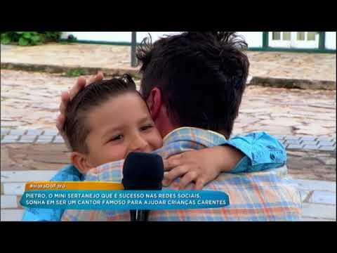 Faro Se Fantasia Para Fazer Surpresa Para Cantor Mirim