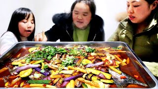 Sister Miao makes secretly grilled fish, which is tender on the outside and tender on the inside.
