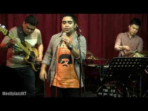 Abdul & The Coffee Theory - Agar Kau Mengerti @ Mostly Jazz 03/05/13 [HD]