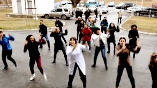 Флешмоб выписка из роддома Караганда 2013 год Flashmob