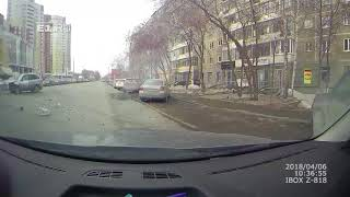 Регистратор снял, как в Пионерском Kia улетела в дом после ДТП