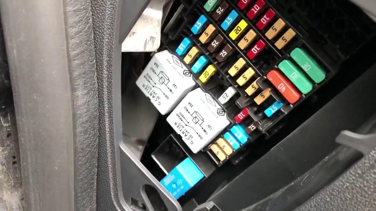 dacia duster fuse box locations sicherung box ort scatola fusibili [ 1280 x 720 Pixel ]