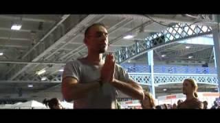 Neil Patel - Chi Kri Yoga - Hip Hop Surya Namaskar at Yoga Show 2008 (pt 1)