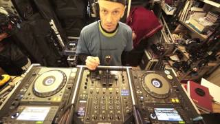 beginner dj transition mixing lesson on cutting in time and phrase