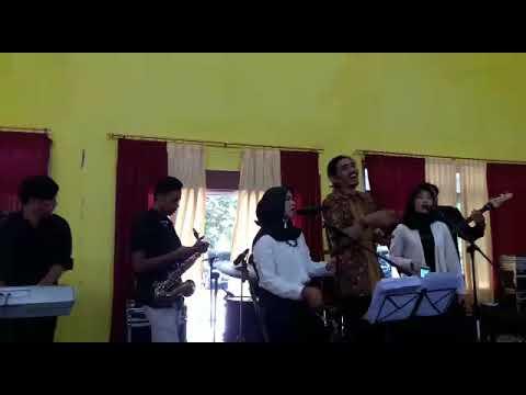Duta Sheila On 7 Berbagi Keseruan Nyanyi Di Kondangan