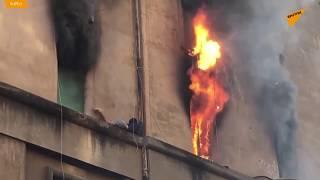 Incendio a Roma, ragazzo si salva la vita rifugiandosi sul cornicione