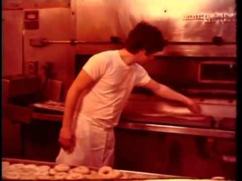This Is How Real Brooklynites Made Bagels By Hand In The '70s   HuffPost Life